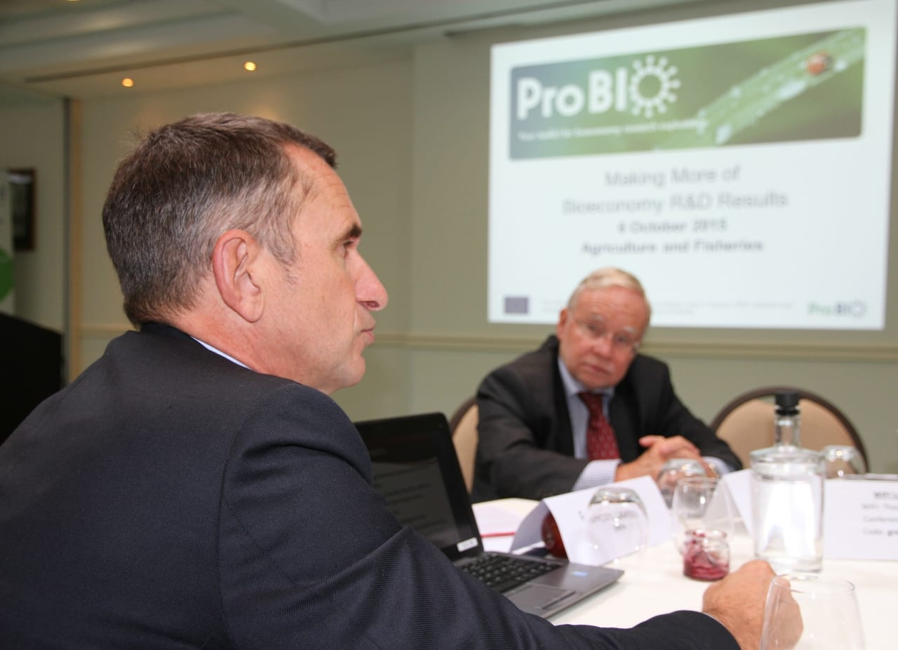 François Laurens, from INRA, receives coaching from ProBIO expert Serge Galant